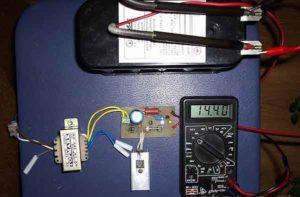 Упрощенное зарядное устройство LM317-4