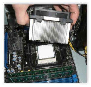 Как установить процессор на материнскую плату-8