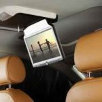 Установка потолочного монитора в машину