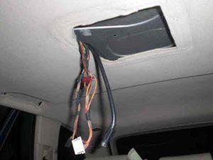Установка потолочного монитора в машину-1