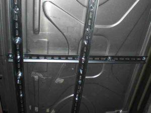 Установка потолочного монитора в машину-10