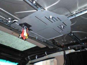 Установка потолочного монитора в машину-12