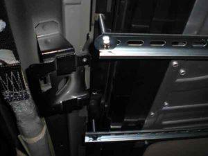 Установка потолочного монитора в машину-5