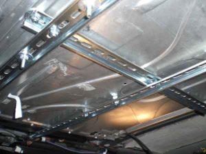 Установка потолочного монитора в машину-7