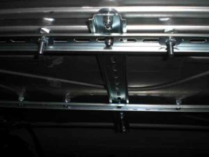 Установка потолочного монитора в машину-8
