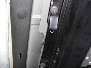 Установка потолочного монитора в машину-3