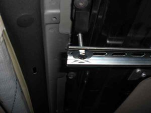 Установка потолочного монитора в машину-4