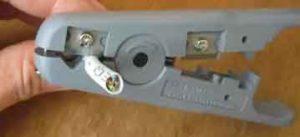 Снятие верхней оболочки кабеля