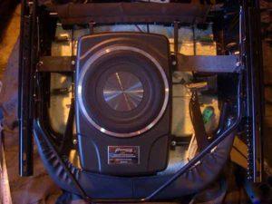 Сабвуфер под сиденье автомобиля-0